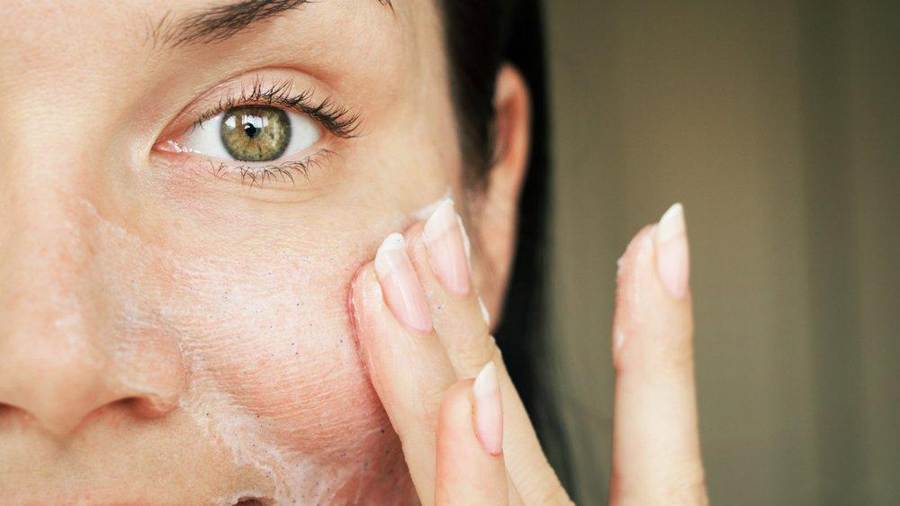 Yüz temizleme ürünleri nasıl uygulanır?