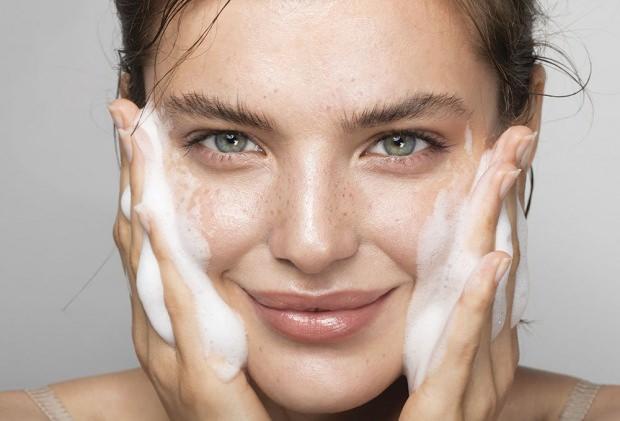 Yüz temizleme jeli nasıl uygulanmalıdır
